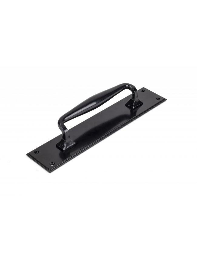 Black Pull Handle on Backplate